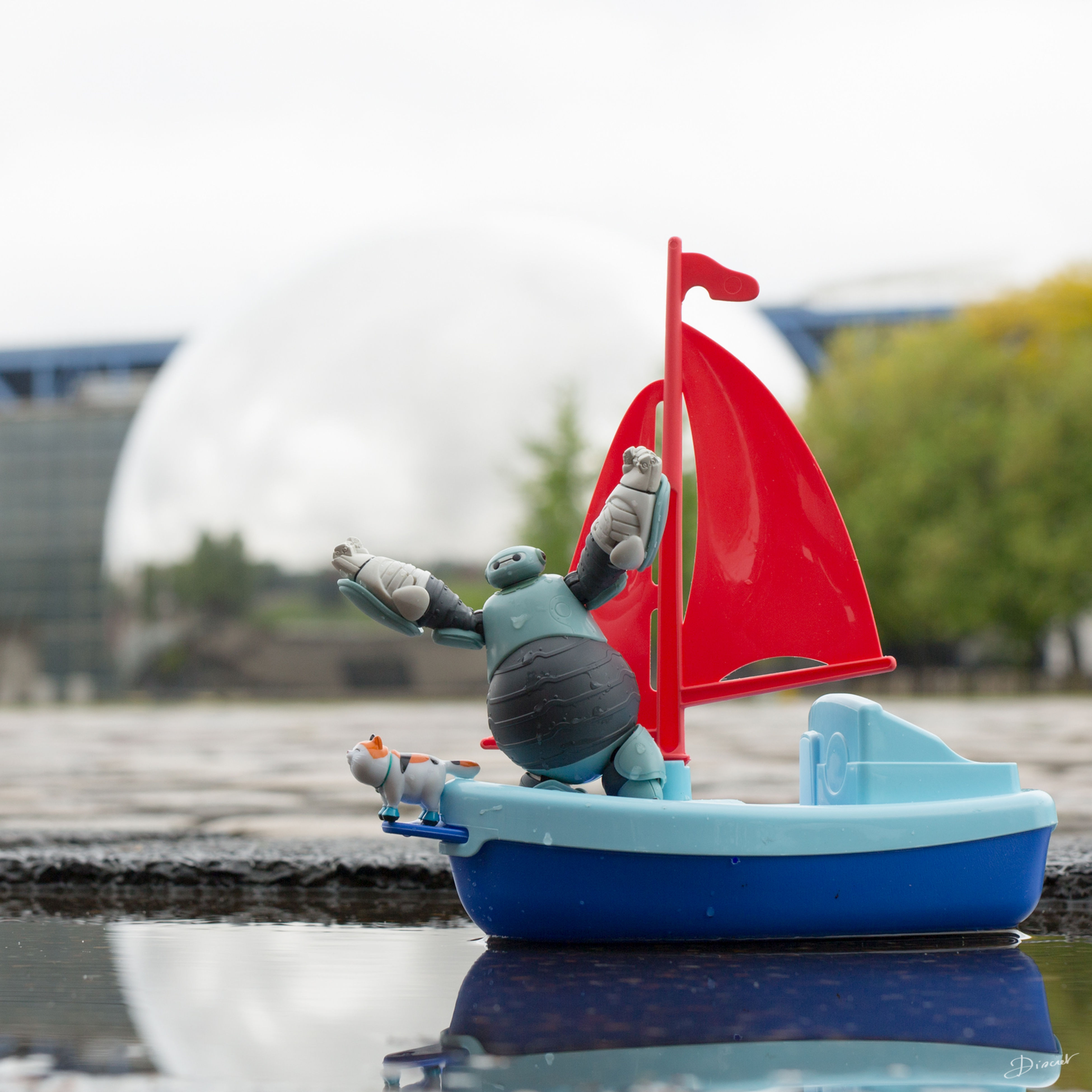 focus on foreground, water, red, transportation, nautical vessel, rear view, river, mode of transport, day, boat, close-up, incidental people, outdoors, men, travel, selective focus, lifestyles, holding