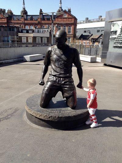 Thierryhenry Henry Arsenal ARSENAL FC Emiratesstadium London Baby Children Handtohand Statue Ceremony Football