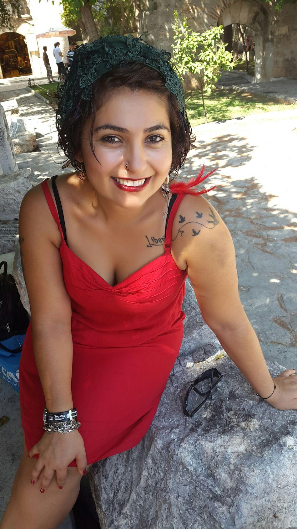 Kırmızı Renk Ahenk Siirsokakta Antalya Siyah&beyaz  Kaleiçi Sehir Turu