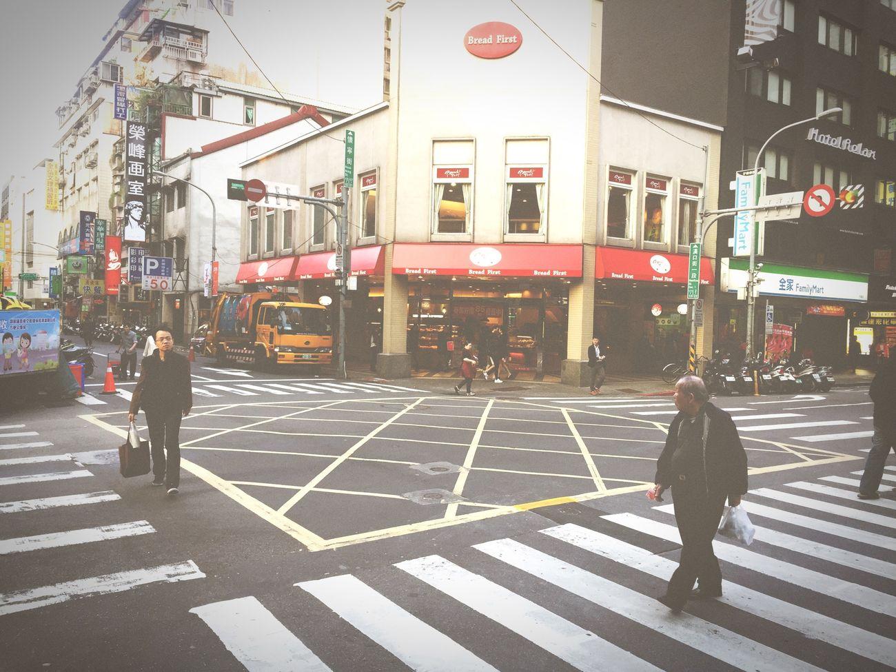 Crossroads Streetphotography Street Photography Streetphoto Snap Snapshot Street Life Taipei Cityscapes