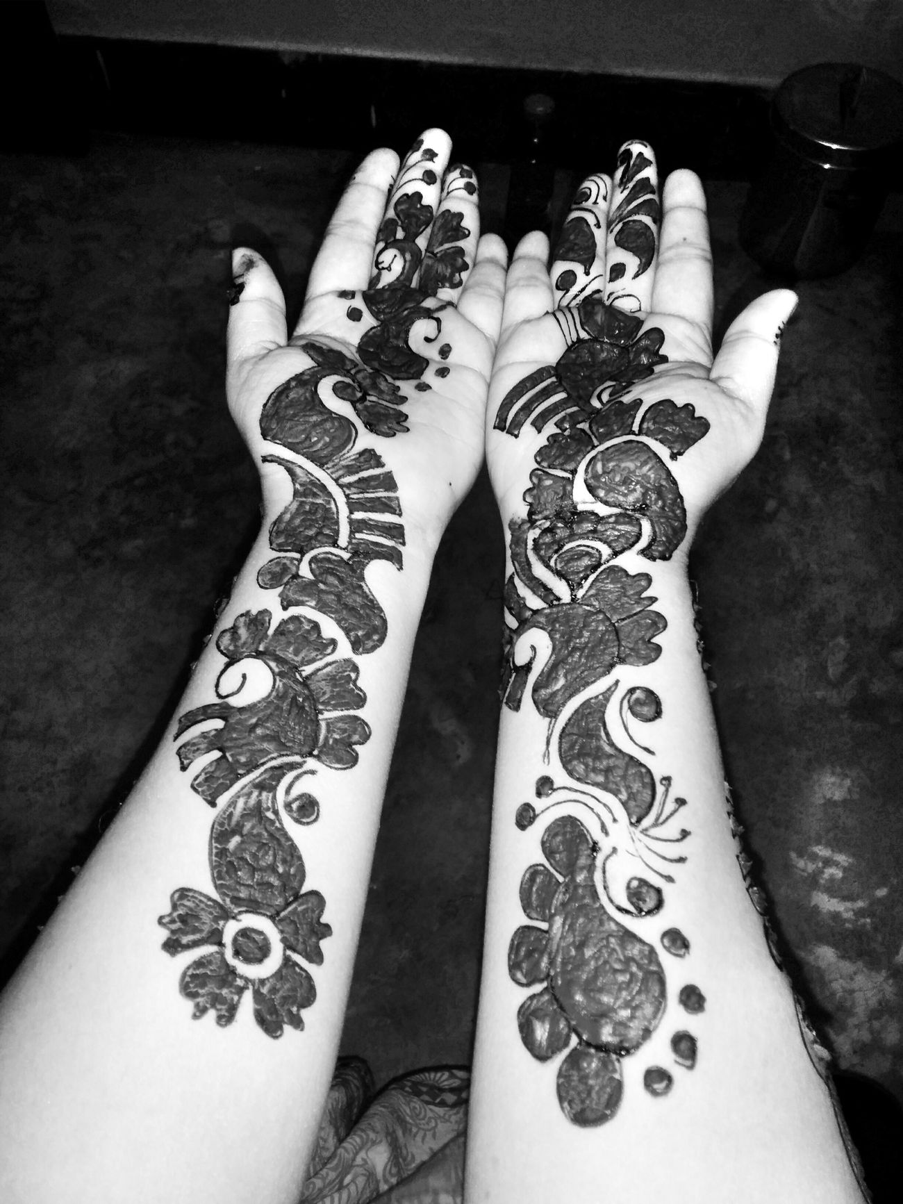 Popular Photos Monochrome Mehndi