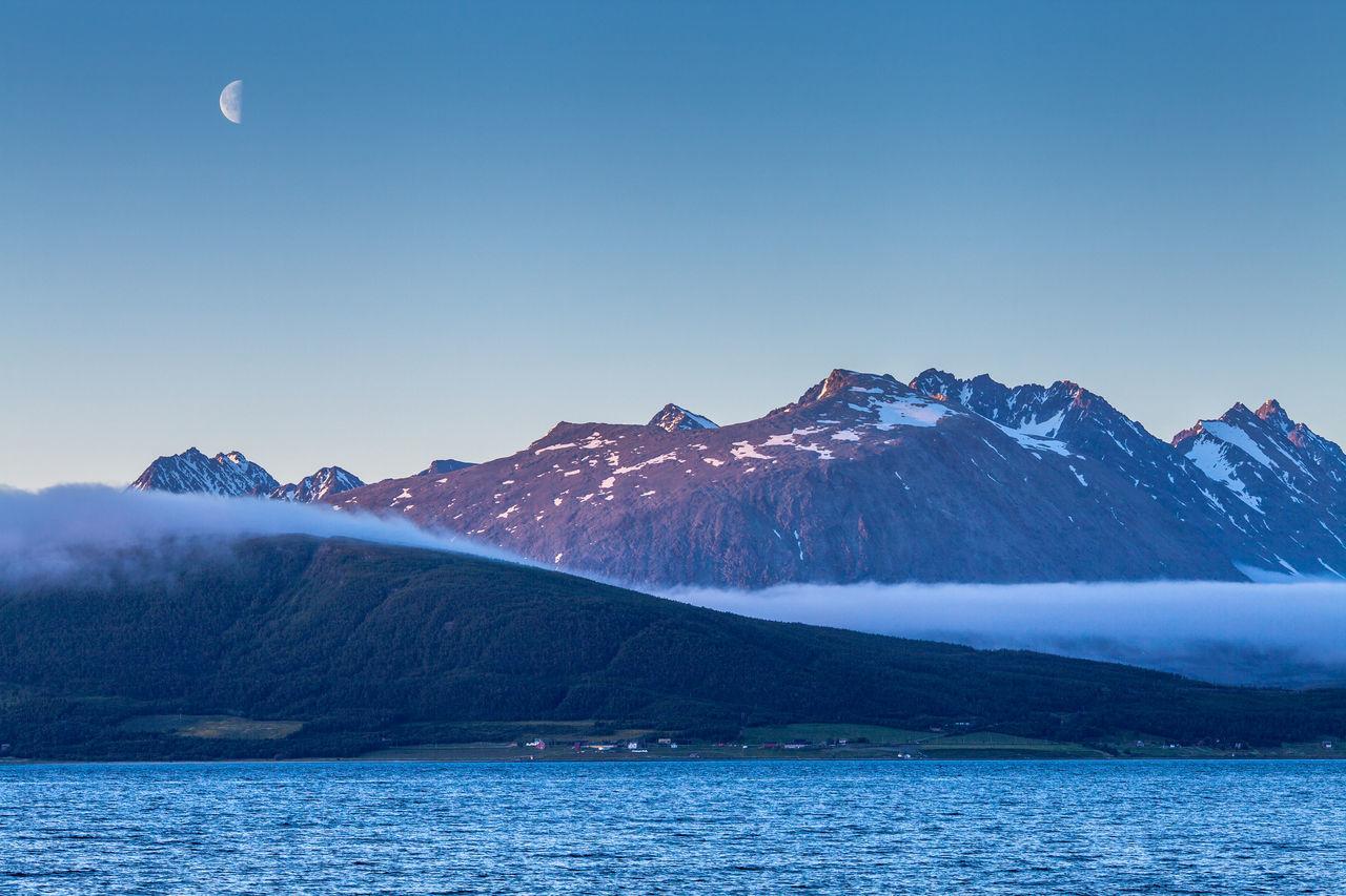 Beautiful stock photos of mond, Beauty In Nature, Dusk, Fog, Idyllic