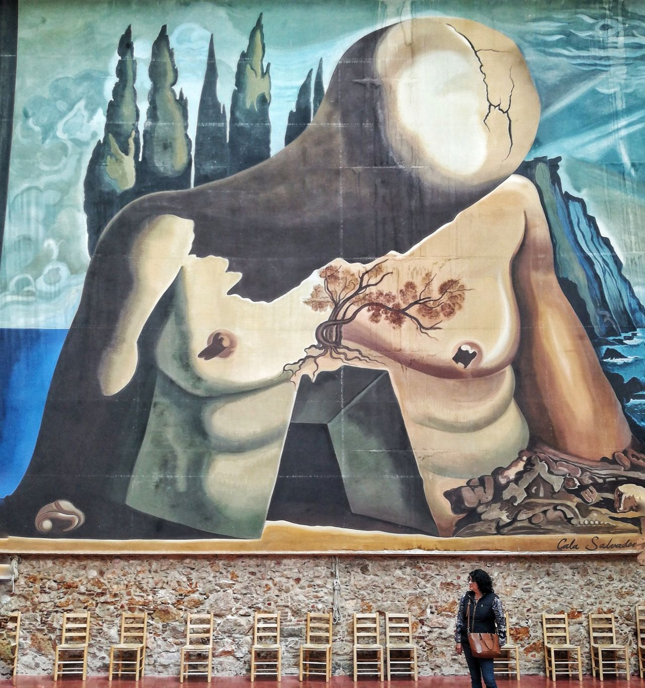 Low Angle View Urban Photography Walk Nature People Street Architecture Men Old Travel Destinations Built Structure Real People Paint Dalí Fine Art Photography Moments SPAIN Picasso Pintura