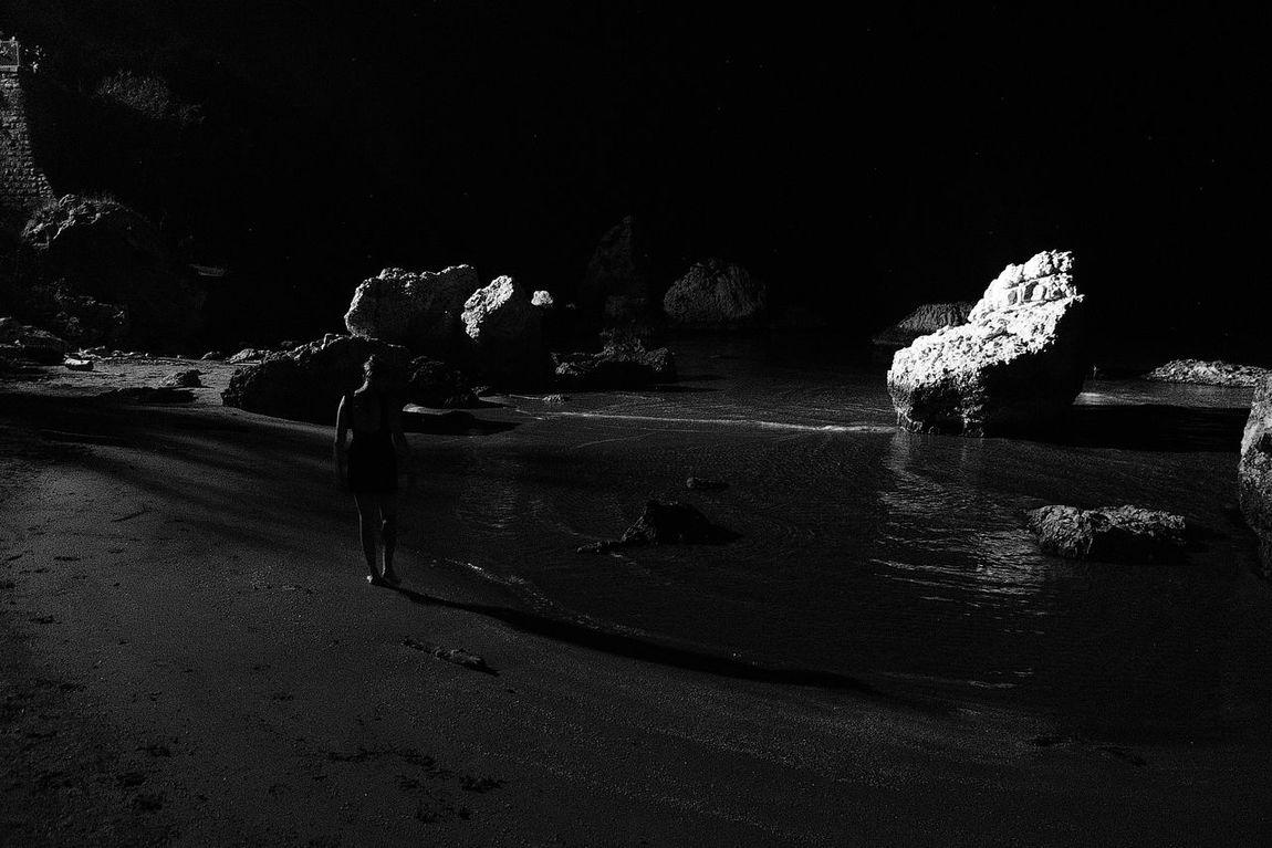 Onthemoon 🌑🌒🌓🌔🌕🌖🌗🌘🌑 Moonlight Mooblightbeach Black & White Blackandwhitebeach