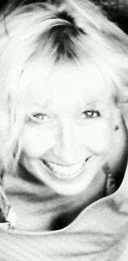 Me,Myself,and I Black & White Lachen A Perfect Day Lachen.. :-) Thats Me