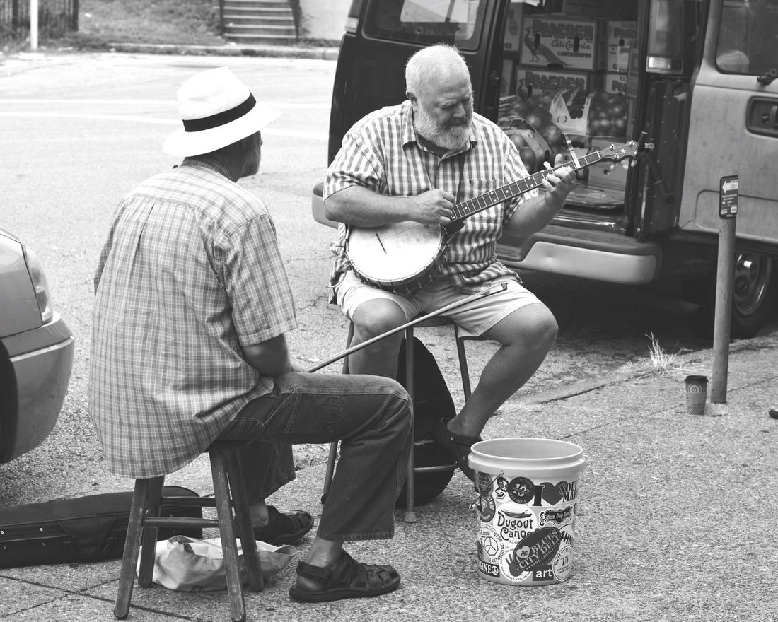 Music Musicians Musicianlife Soulard Farmers Market Farmers Market Hanging Out Taking Pictures Enjoying The Moment Pleasant Morning Jammin Street Performers Enjoying Life Men Instruments People And Places