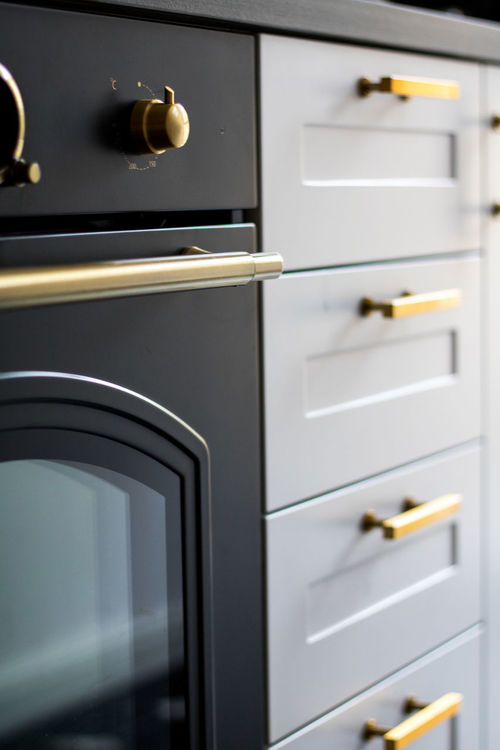 Indoors  No People Close-up Day Cooking Kitchen Sink Table Domestic Life Eterstudio Black And White Home Interior Domestic Kitchen Oven Home Showcase Interior Drawer Drawers Door Tiles Interior Design Interior Views Interior Style Interior Decorating Kitchen Knobs Luxury House