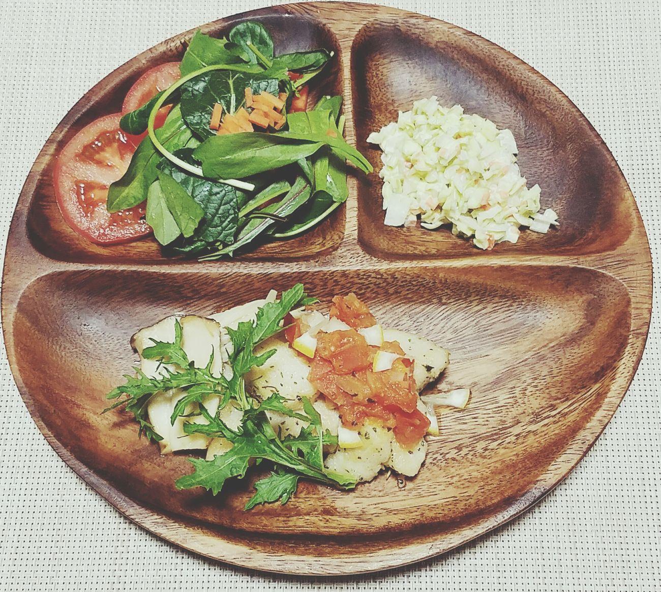 夜ご飯🌙 Food Plate Comidas Cena Tomato Coleslaw Fish Los Platos De Pescado Muniel