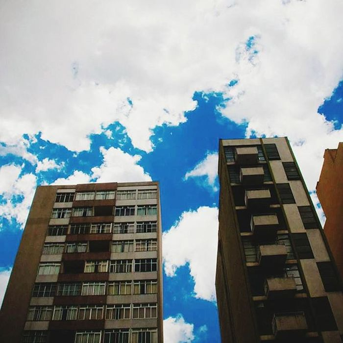 Um ponto azul no céu. Vscocam Vscocambr Photography Photo Fotografeumaideia Instagram Instagrambrasil Sky Skyblue Clouds Urban Streetphotography Architecture Happystance Instagoodmyphoto Peoplescreatives Exploratetocreat Londrinando Londrina Umalondrinapordia Minhalondrina Brazil