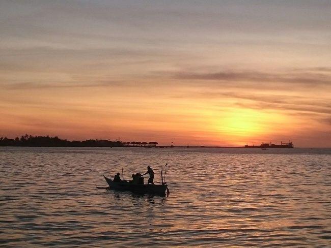 Sunset Losari Beach Makassar Sunset Silhouettes Taking Photos Enjoying Life Phoneography EyeEm Indonesia