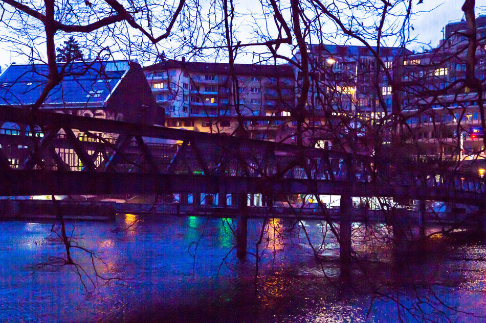 Zürich Sihlquai Cityscapes Nightphotography Citylights Branches Limmat Lights In The River Colored Lights Dasischzüri Bridge River Night