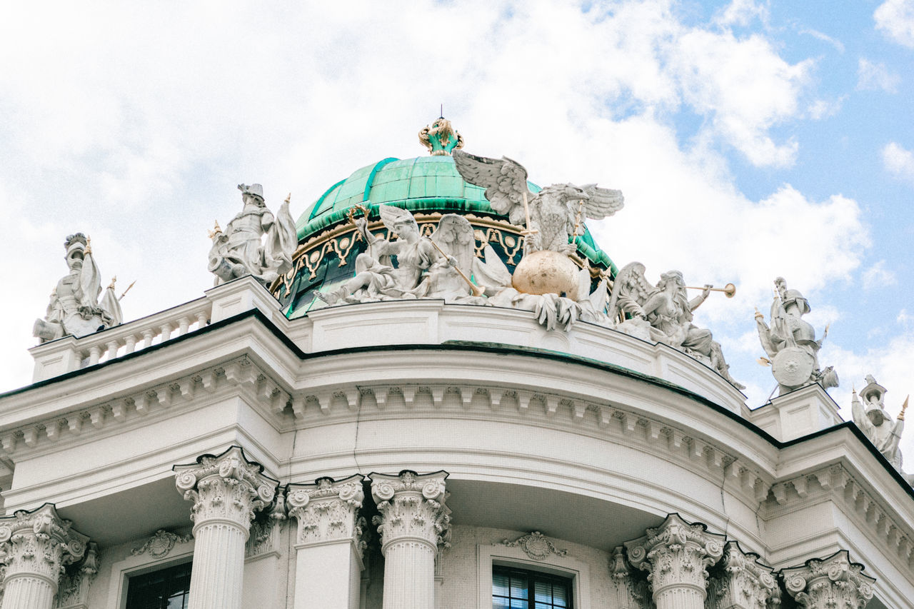 Architecture Architecture_collection Building Buildings & Sky Built Structure Cab City Photography City Street Europe Fiacre Fiaker Hofburg Hofburgpalace Hot Spot Lookingup Lookingup_architecture Palace Sightseeing Sissi Sky Sky And Clouds Vienna Vienna Sightseeing Vienna Trip Vienna, Austria The Architect - 2017 EyeEm Awards The Architect - 2017 EyeEm Awards