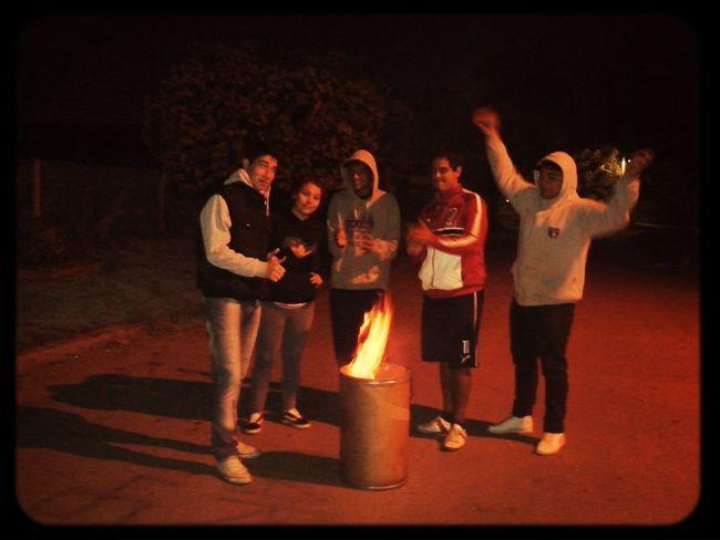 No somos villero , somos fiesteros ;) Amigosenlasmalas;)