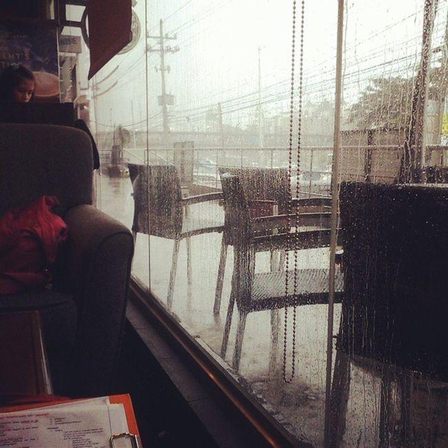 Rain rain go away.papasok pa ako!!:( Ihatemakeupclasses StudyHARDER Commonwealth