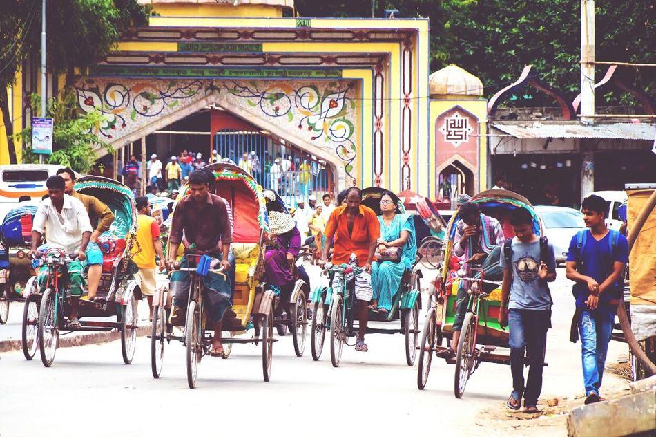 The roads r full of rishka! (rickshaws ) Walking Around Busy Street People