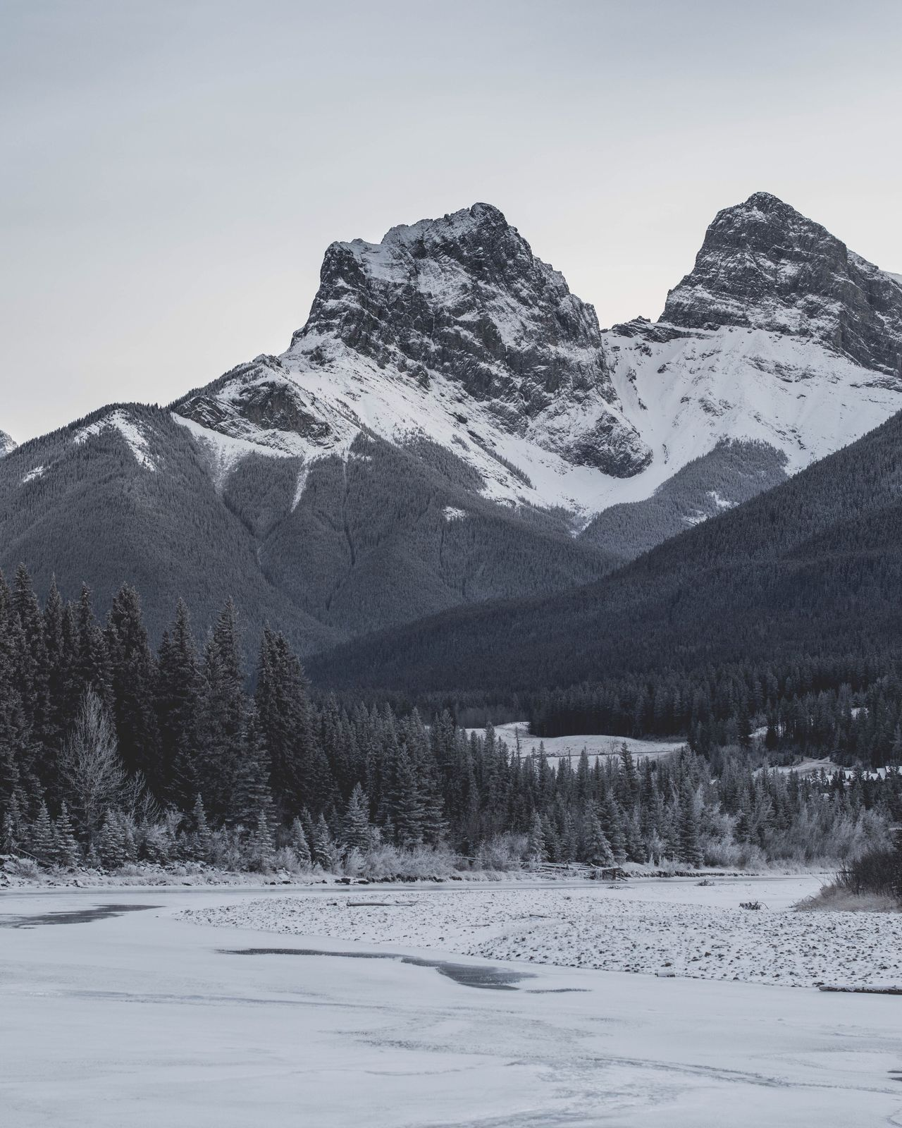 beautiful snowy scenery Mountain Snow Winter Cold Temperature Nature Sky No People Tranquility Scenics Landscape Outdoors Beauty In Nature Day Tree Blue Alberta Tones Canmore Banff National Park  Moody Beauty In Nature Canada Photography Nature Photography Mountain View