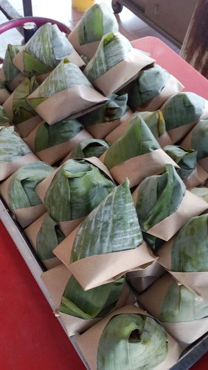 Nasi lemak Malaysian Nasi Lemak Wrapped In Banana Leaf Fragrant Rice Little Parcels Of Rice Malaysian Food Malaysian Traditional Food Malaysian Cuisine Malaysianstreetfood Malaysianfood Malaysian Food And Drink Malaysian Nasi Lemak