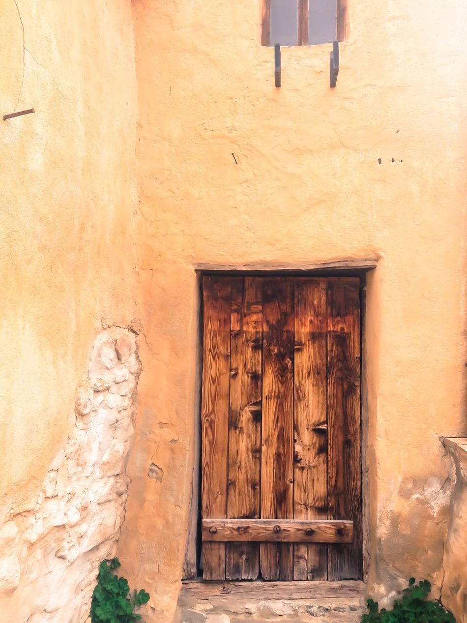Door Doors Doorway Taking Photos Râșnov Hanging Out Taking Photos Vscocam Eyemphotography Nature Photography Building EyeEm The KIOMI Collection EyeEm Best Shots From My Point Of View Showcase April Castle Ruin Castle