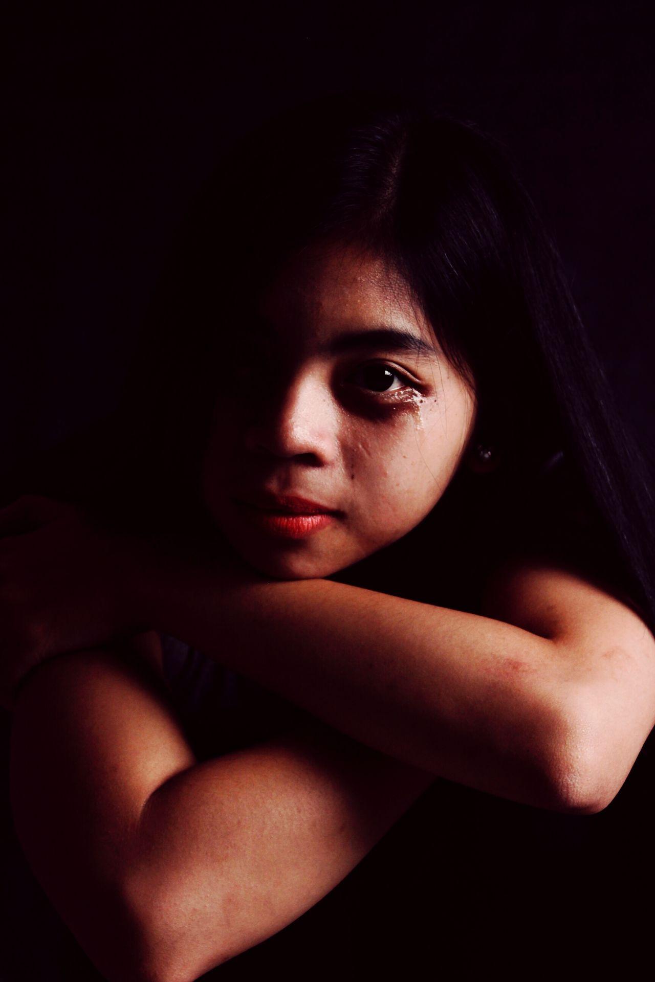 The Potraitist - 2015 EyeEm Awards Eyem Misty Day Broken Heart Broken Beauty Broken Dreams Brokendreams Lost In Thought... Hopeless Sadbeautifultragic Sad & Lonely Black Shades Black Color Timorense TIMORLESTEBrito