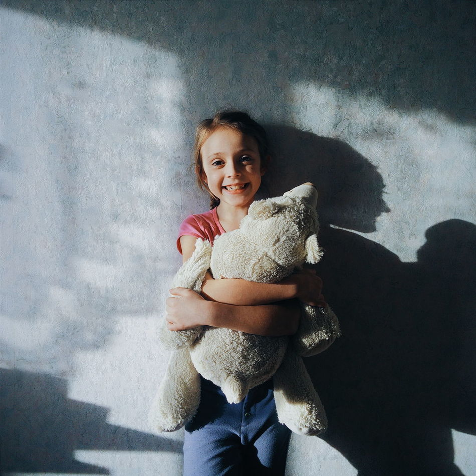 Child Family Girl Happy Portrait Shadows & Lights Smile Taddy Bear EyeEm EyeEm Gallery Light And Reflection