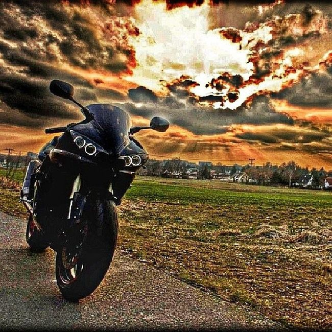 I don't always post sick pictures of bikes, but when I do you can make sure all other pages will too! Yamaha R1 1000cc ValentinoRossi photography photooftheday instagood sunset motorbike motorbikes gixxer toronto tdot mississauga 416 oakville 905 bestoftheday likes like4like kawasaki honda