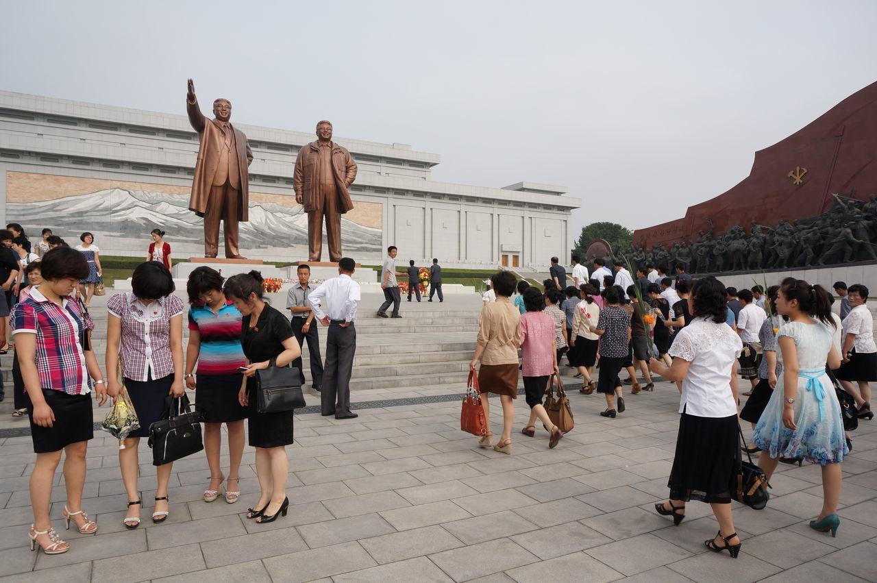 Kim Ilsung Kim Jongil North Korea Pyongyang Square Statues Street Fashion