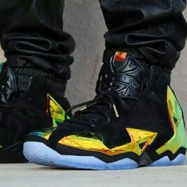"New LeBron 11 ""kings crowns"" ...fire!!Sneakerhead  Lebrons"