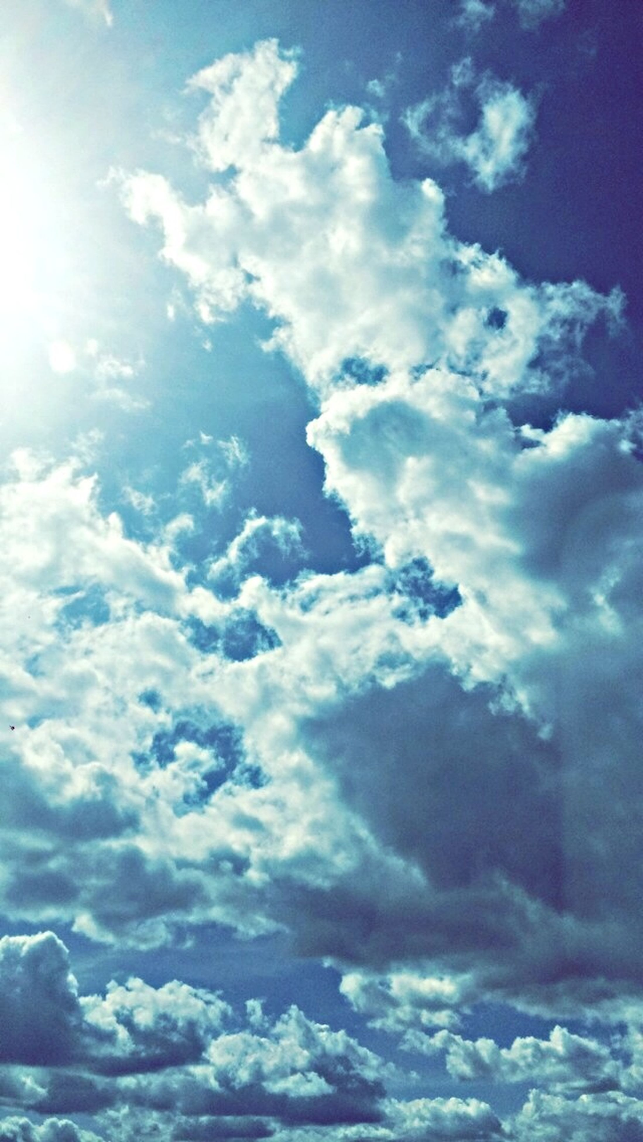 sky, beauty in nature, scenics, tranquility, cloud - sky, tranquil scene, sky only, cloudscape, nature, cloudy, blue, cloud, idyllic, low angle view, backgrounds, sunlight, white color, majestic, day, outdoors