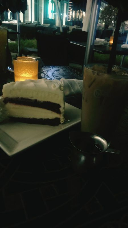 Sweet Moments Thoughts & Quotes Midnightmemories Happiness Friends Redvelvetcheesecake Icedcoffee 😻😻 i love being in a coffe house..