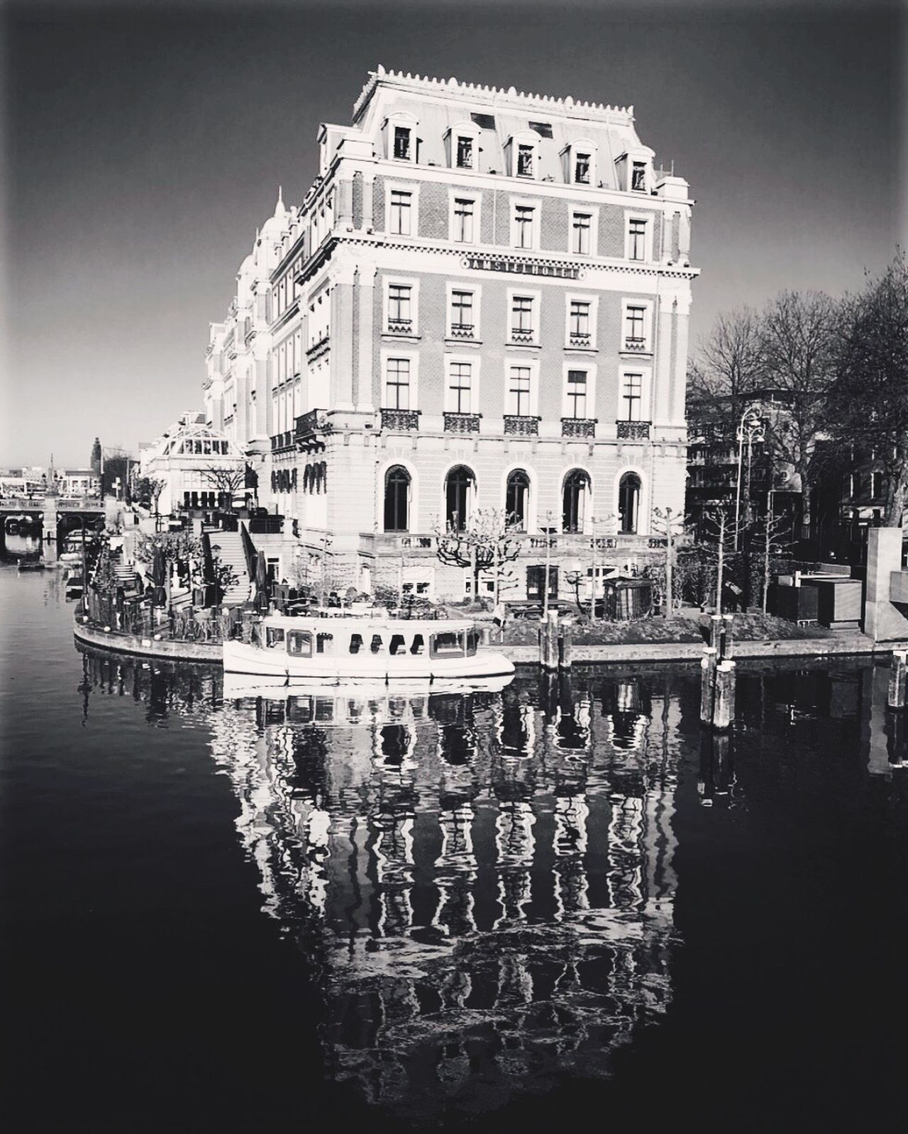 Reflection Water Building Exterior Architecture Built Structure Waterfront City Outdoors Sky Day Large Group Of People Canal 愛アムステルダム Netherlands ❤ Iamsterdam 街道をゆく三十五 Vanmoof 自転車