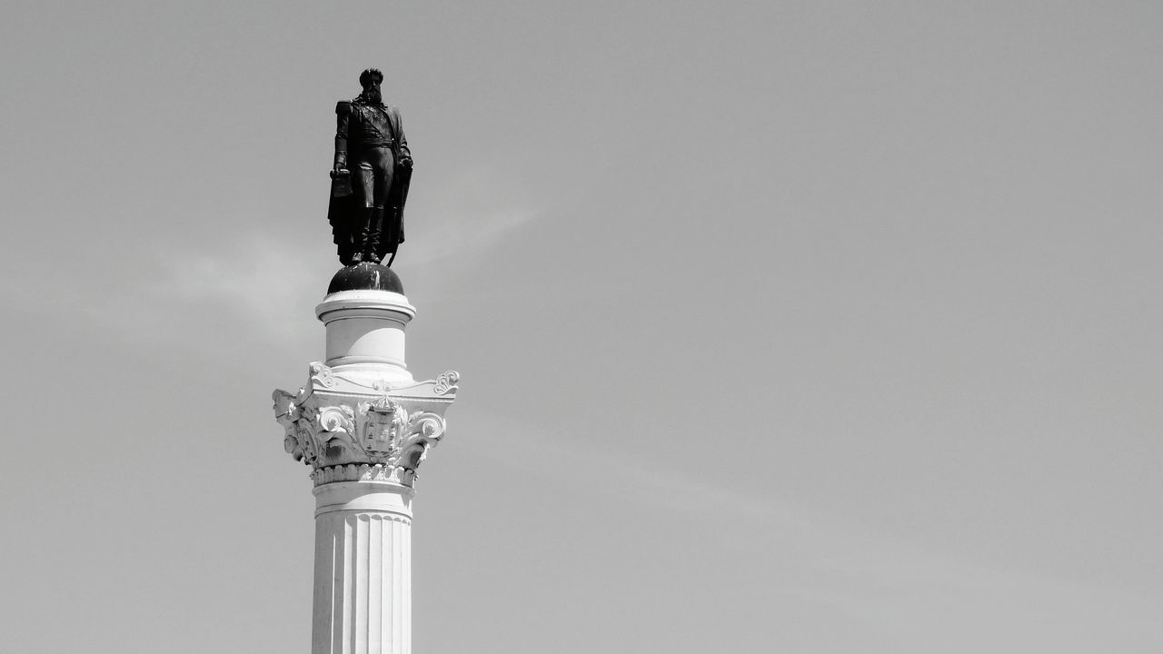 Statue Sky Architecture Architectural Column Sculpture No People Monument Clear Sky Outdoors City Low Angle View Day Lisboa Portugal Historical Monuments Black And White Monochrome Photography Monochrome The Architect - 2017 EyeEm Awards