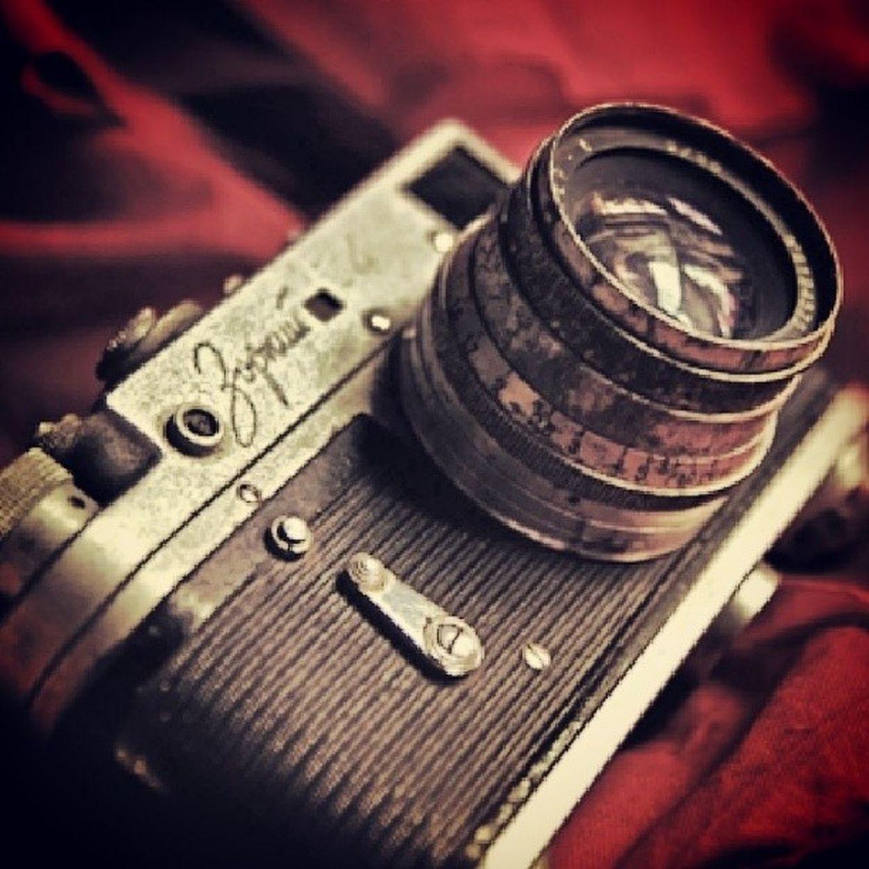 Camera Analoguecamera Vintage Red Antique Effect InstaFrame Igmasters Instapic Instaphotomatix Instasave Instabest Instamood Photograph Art Clasic Colour Film