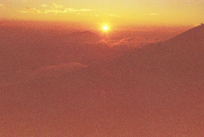 フィルム Overduefilm Film Olympus Om10 35mm Film Film Is Not Dead Sunset Yellowlight Yellowish Film Photography Landscape Mountain Range Clouds And Sky Sunlight Photographic Memory The KIOMI Collection Showing Imperfection