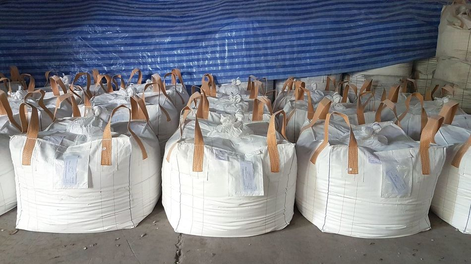 EyeEm Selects White big bag put in the row in the warehouse storage waiting for delivery to customer. Large Group Of Objects Business Finance And Industry No People Indoors  Production Warehouse In A Row Industry Storage Factory Pre-delivery Day Working Indoors  Big Bag