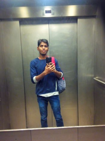 was going to work so i took photo of my self ,how i look guys ? Handsome Smartboy Sexyboy Mirrorselfie Self Portrait Selfie ✌ Poular Photos Famous People Good Morning✌♥ That's Me
