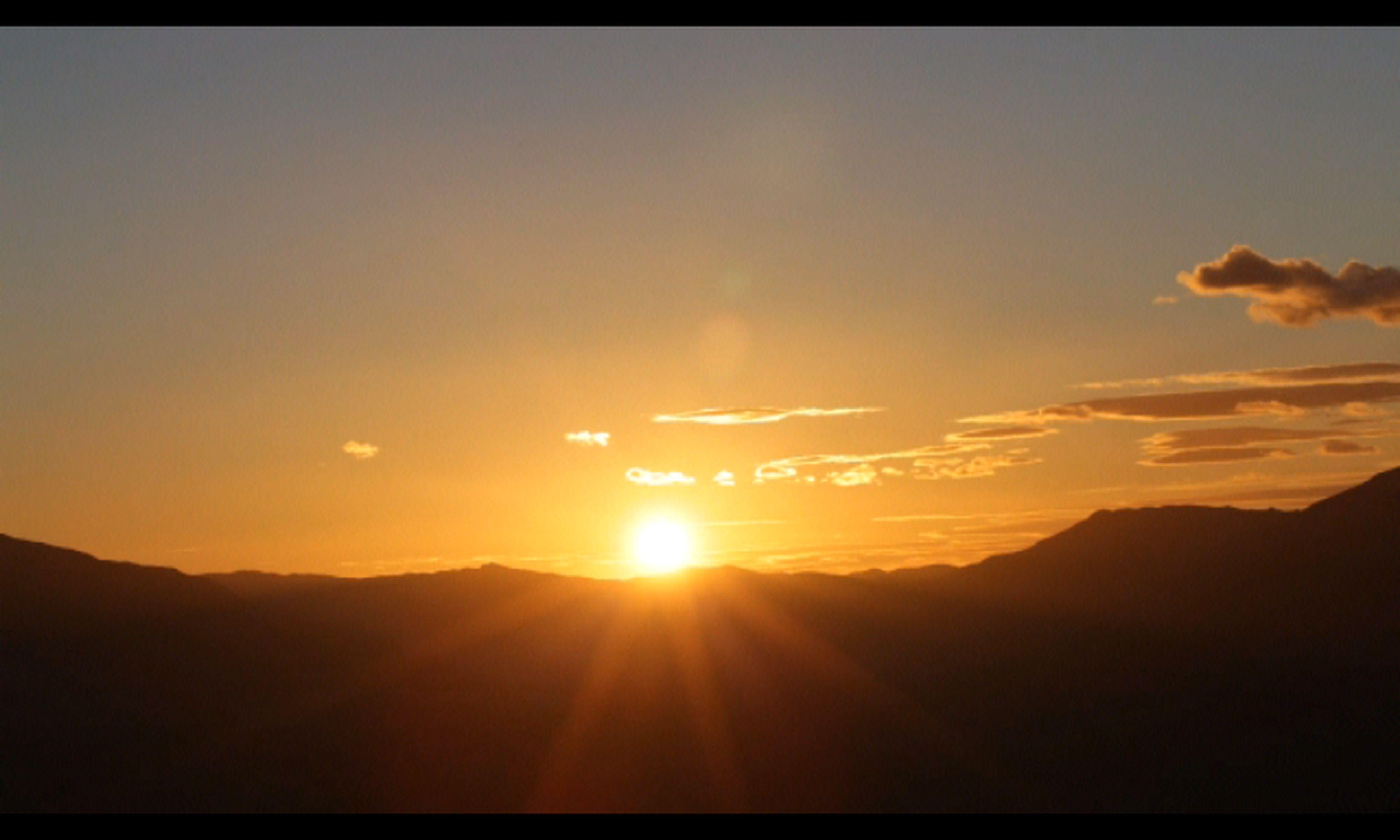 sun, sunset, scenics, tranquil scene, mountain, tranquility, beauty in nature, silhouette, sky, sunbeam, sunlight, mountain range, landscape, nature, idyllic, lens flare, orange color, cloud, outdoors, cloud - sky