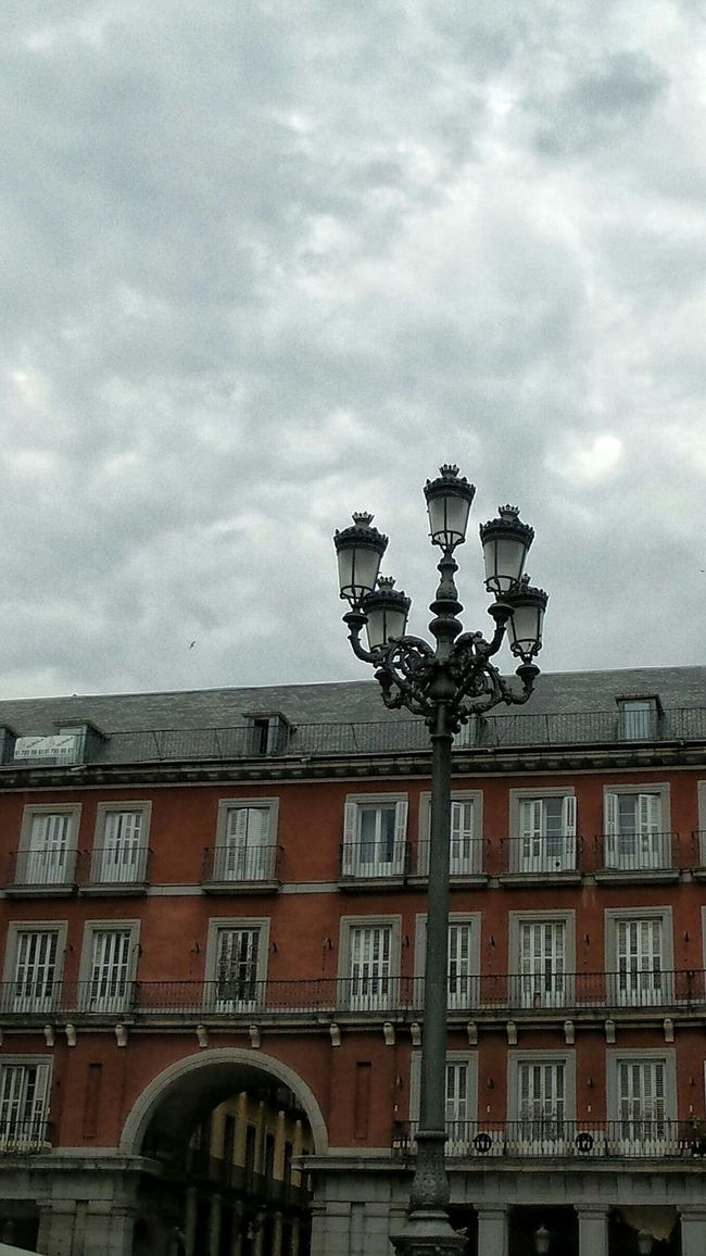 Happy hour, happy Monday, happy week! Lampost Monday Architectural Detail Plaza Mayor
