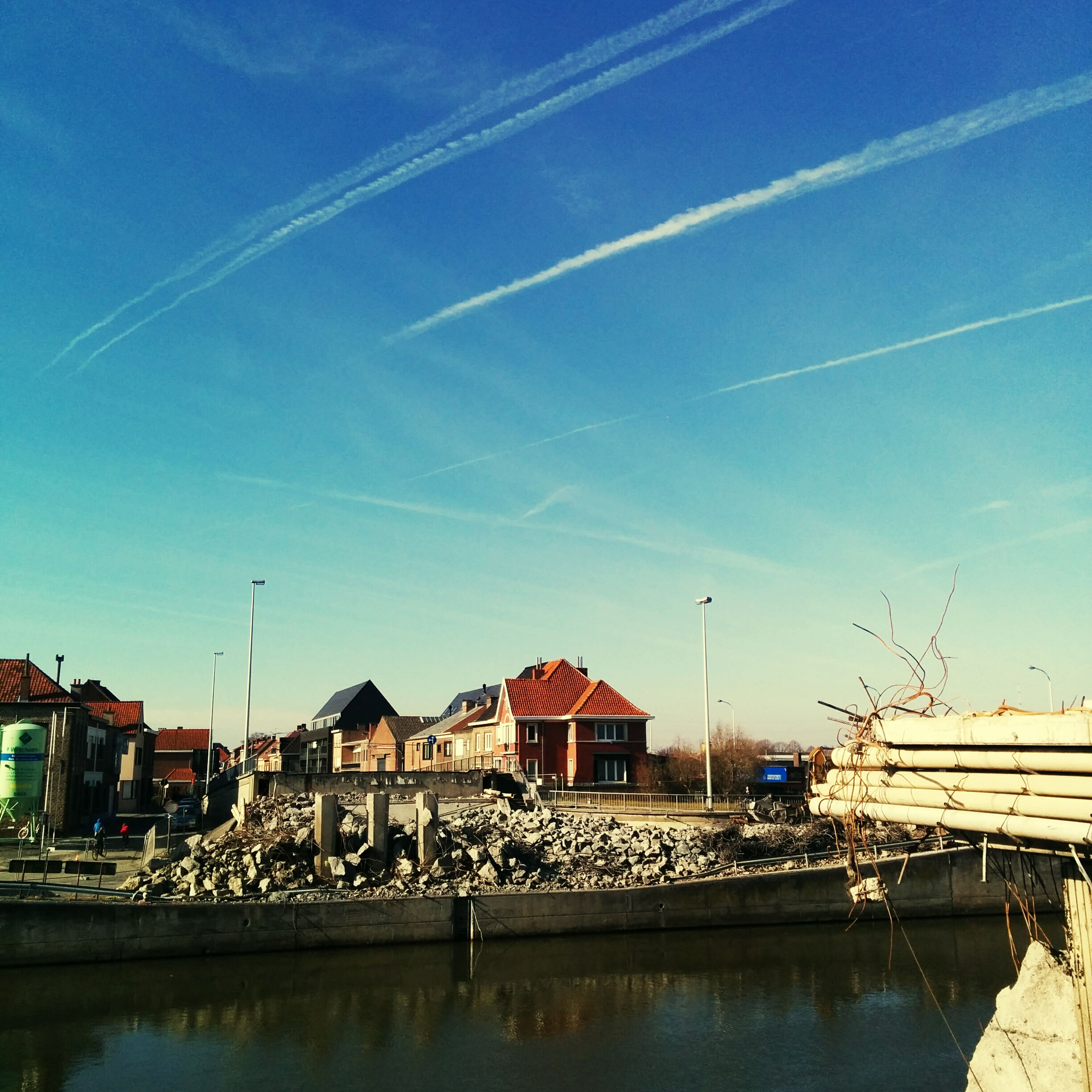 building exterior, built structure, architecture, water, blue, house, waterfront, sky, reflection, residential structure, residential building, town, river, residential district, harbor, outdoors, canal, city, day, lake