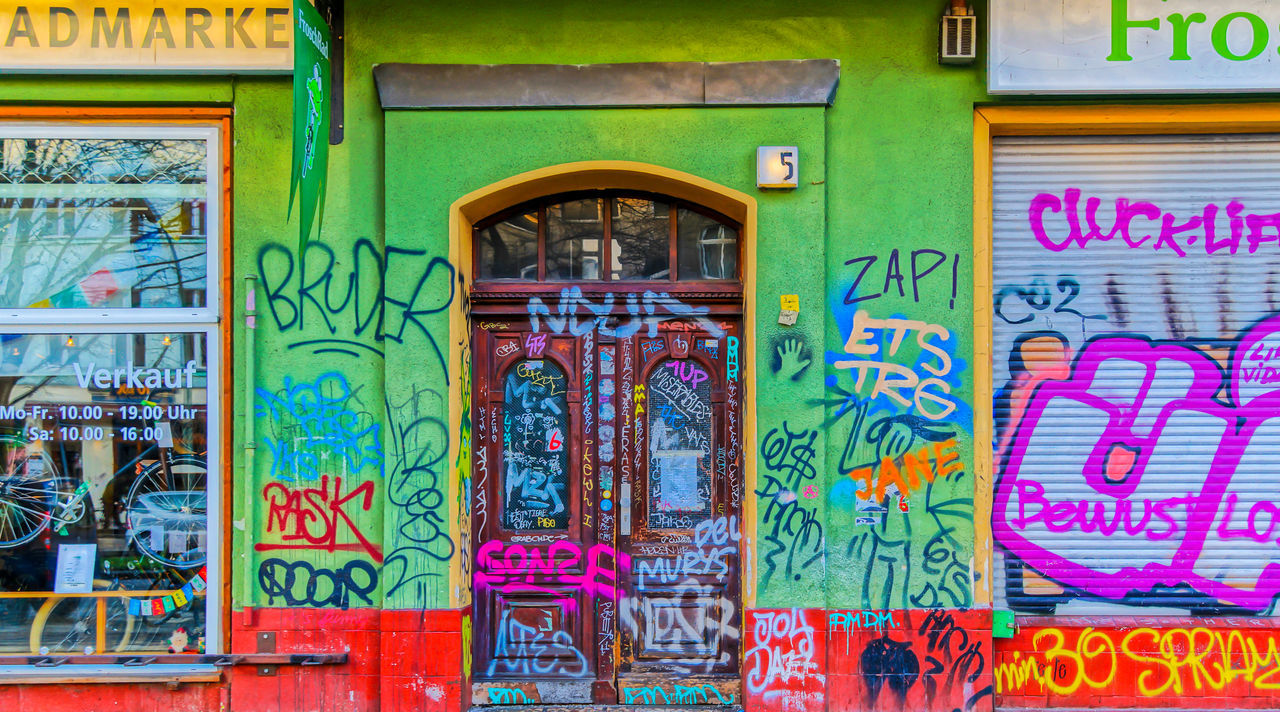 Architecture Art Art, Drawing, Creativity Berlin Mitte Berliner Ansichten Built Structure Door Entrance Graffiti Graffiti Art Multi Colored No People Outdoors Text Tür Urban