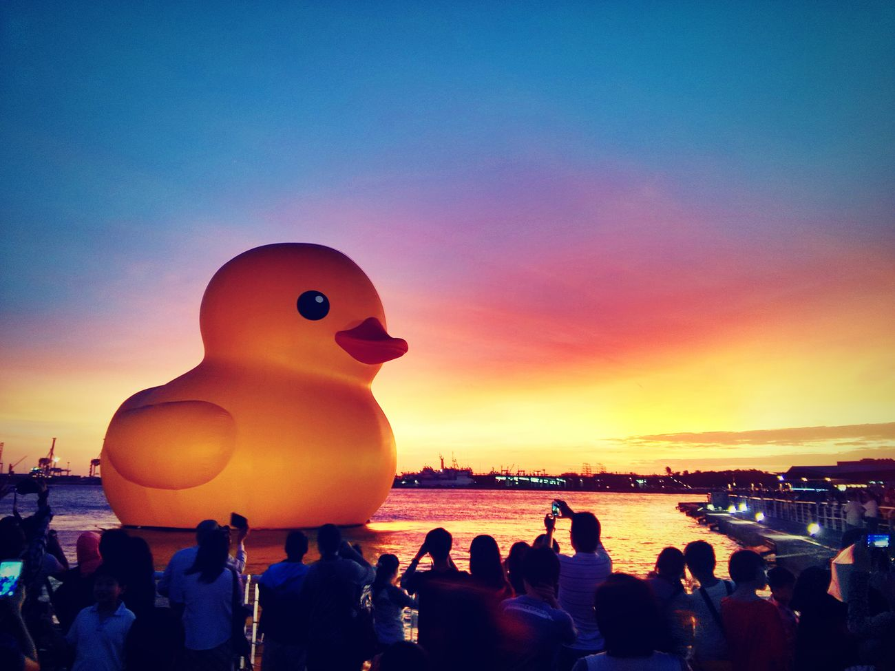 那年火燒雲下的黃色小鴨   Rubber duck bathed with crimson clouds in Kaohsiung. Kaohsiung, Taiwan Rubber Duck Landscape Relaxing Xiaomi 2s Hdr_Collection
