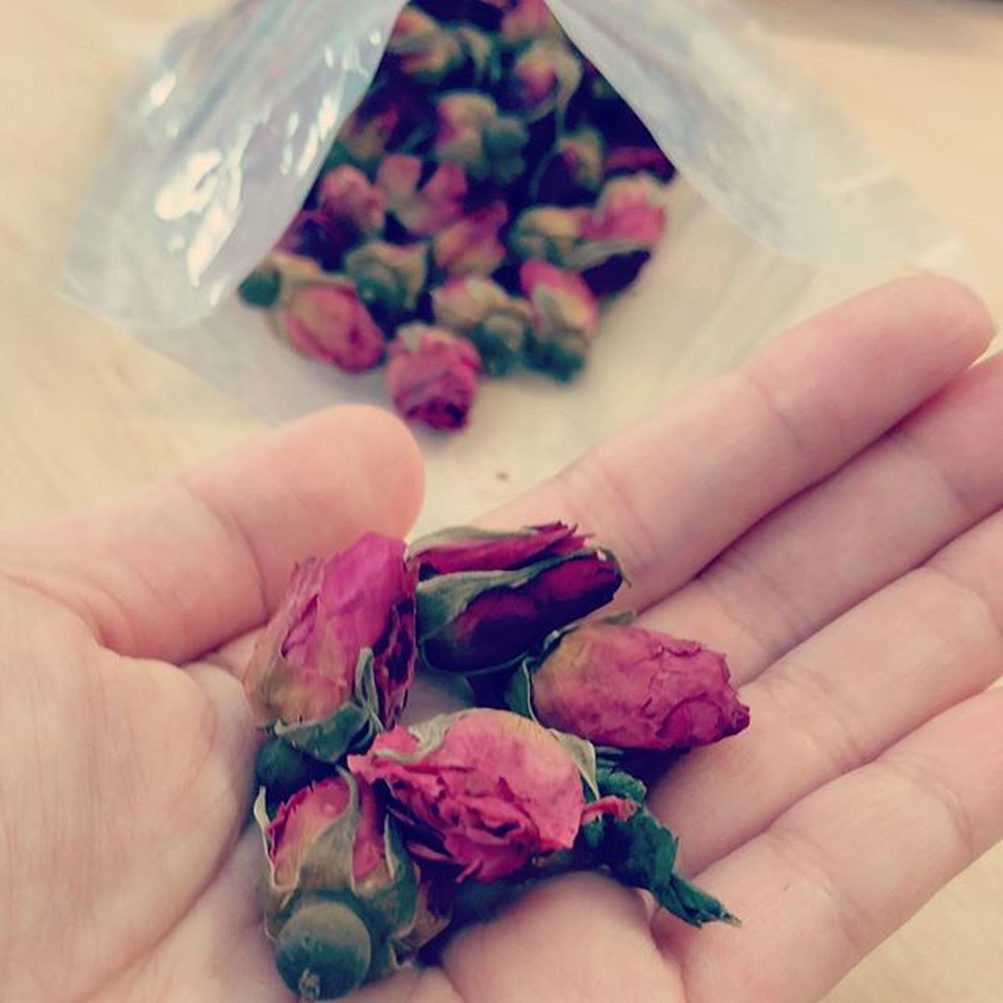 Do u vaguely remember the rose buds tea from yesterday's post? Let's talk about it a lil bit more. Rose buds tea is made from whole, young, dehydrated rose buds. These delicate pink flowers make a fragrant brew with natural smell and taste of roses, fruity and light tasting. Was researching on the benefits, Ladies listen up, it helps to relieve menstrual cramps, radiant complexion, natural antioxidant and the list goes on and on. 😍 Tips: you can create a DIY toner from these rose buds too!! Pertheats Rosebudstea Rosebuds Perthfoodblog perthfood perthfoodadventure perthisok perthpop happyperth thefoodie tea thefoodiehub instafoodie igfoods perthgrub perthgram perthfoodie perthfoodreview foodie foodpics foodphotography foodporn
