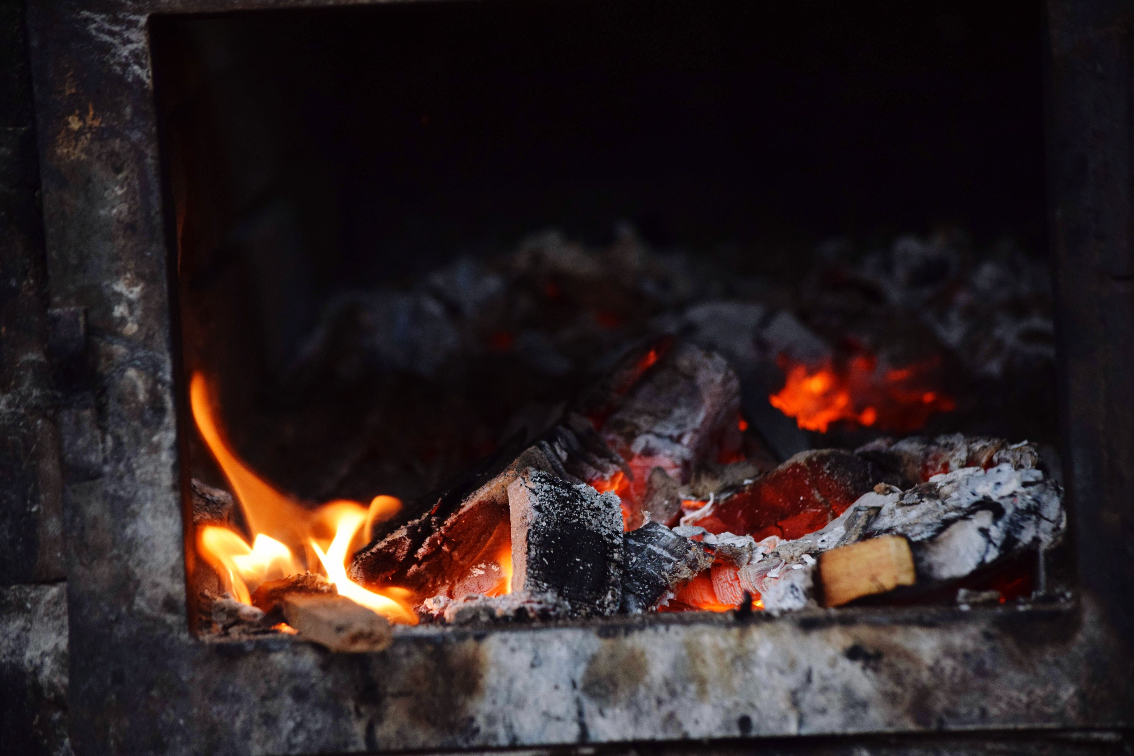 flame, burning, heat - temperature, fire - natural phenomenon, firewood, fire, bonfire, heat, night, glowing, barbecue grill, fireplace, campfire, smoke - physical structure, damaged, metal, orange color, destruction, abandoned, obsolete