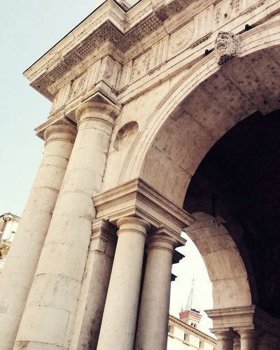 EyeEm Selects Architecture History Travel Destinations Arch Built Structure Tourism Architectural Column Low Angle View Day Travel Ancient Outdoors Ancient Civilization No People City Sky