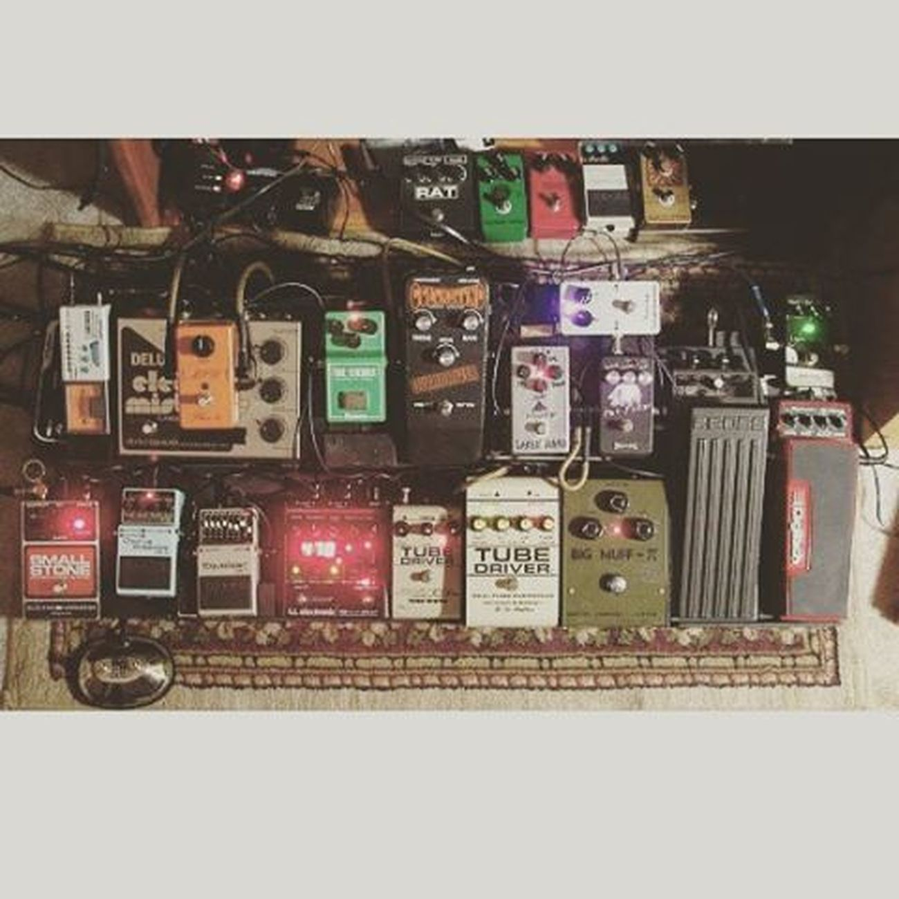 Super pedalboard Bigmuffusa MXR Dynacompressor Memoryman Phase90 Civilwar Boss Cs2 Fender Gilmour Music Soundofsound Soundreturn Seymourduncan Like Likeforlike Recentforrecent Photooftheday Picoftheday