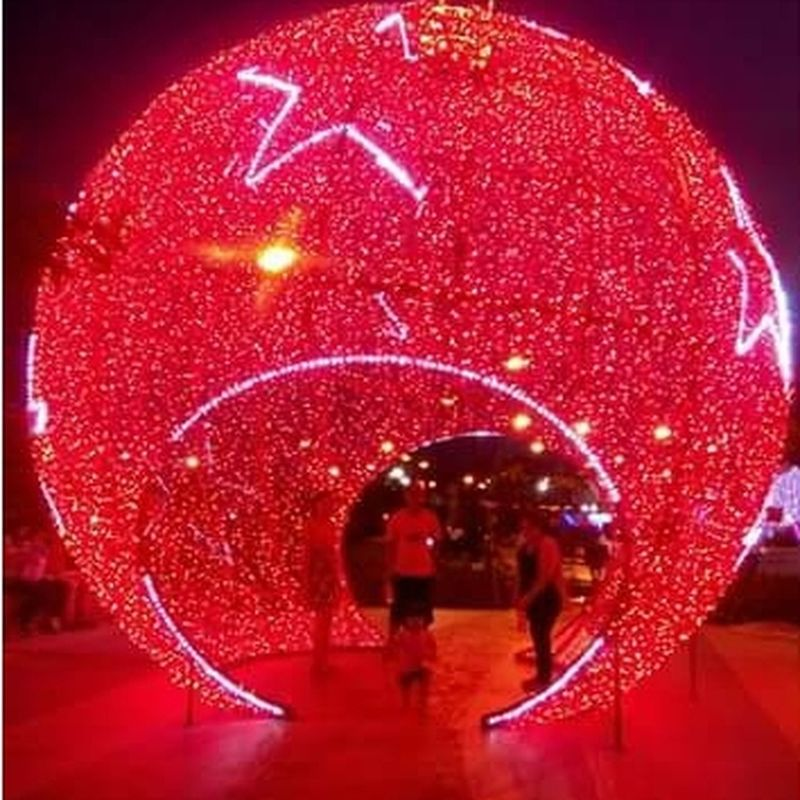 The Culture Of The Holidays Circlechristmaslights Discolights People Philippineschristmas Red Night