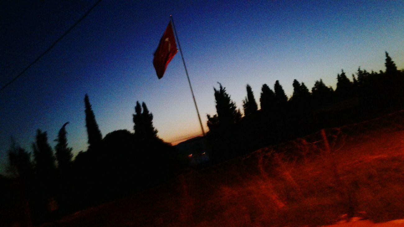 Tr Naturel Bayrakaşkı Bayraklar 🇹🇷🇹🇷 Tön Nightphotography çanakkale Türkiye Aşk Askbulutlarda