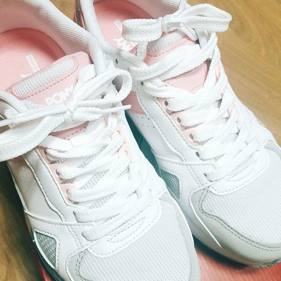 PONY 블레이드 러너 분홍색 흰색 운동화 일상 학교 고등학생 First Eyeem Photo