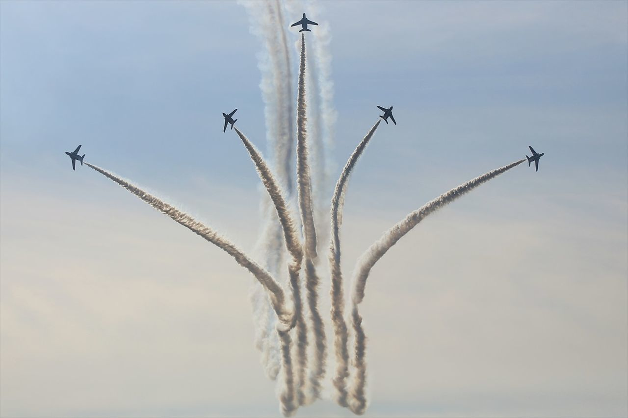 Beautiful stock photos of militär, airplane, airshow, flying, on the move