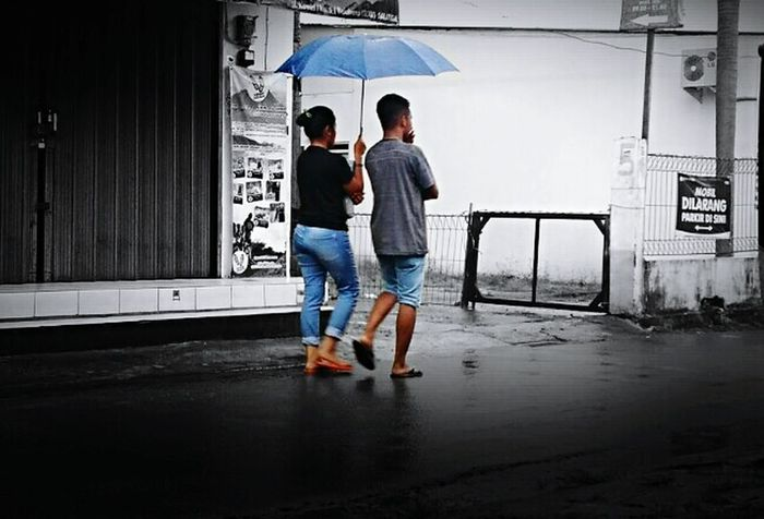 Two People Full Length Real People Day Friendship Indonesia_photography Street EyeEm Gallery Octavianuspict EyeEm Best Shots Streetphotography INDONESIA Lenovoa6000 Walking Rainy Days