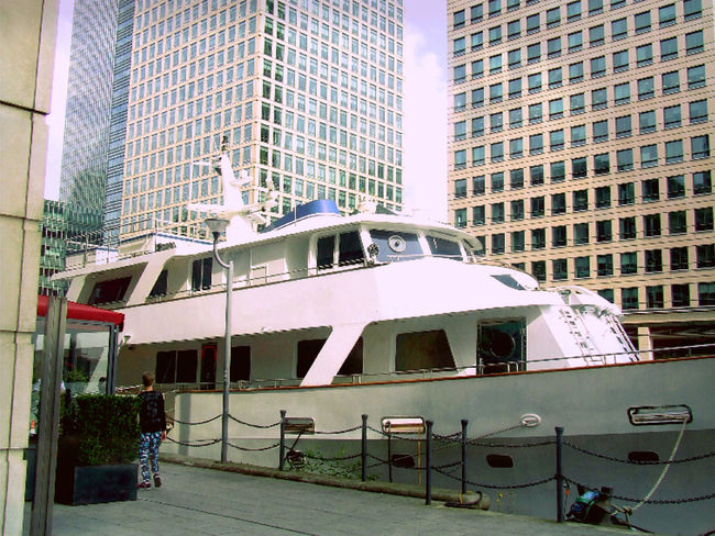 Architecture Boat Building Canary Wharf City City Life City View  Cityscapes London Modern Architecture Office Building Urban Urban Geometry View Eyeem Photography EyeEm Gallery Walking Around Tec